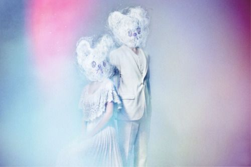Andersons2012年結成。それぞれ音楽活動をしてきたDominika(ヴォーカル/キーボード)とKentaro(ギター/サウンド・プロデュース)による男女デュオ。2013年、音楽配信プラットホームbandcampにて1st EP 『Andersons』をリリース。ノスタルジックで浮遊感のあるインディー・ポップ・サウンドで注目を集め、リード・トラックの『Young Love』は映画「さまよう小指」(ゆうばり国際ファンタスティック映画祭グランプリ受賞/ロッテルダム国際映画祭出展作品)の主題歌に抜擢された。 2014年9月24日、『Young Love』を含む待望の1stフルアルバム『Stephen & Emily』をリリース。アルバム収録曲『Day & Night』が日本を始め世界各国で公開予定の映画、「春子 超常現象研究所(出演:中村蒼、野崎萌香、小日向文世、斎藤工ほか/衣装:MIKIO SAKABE/監督:竹葉リサ)」の主題歌に決定するなど、国内外から更なる注目を集めている。