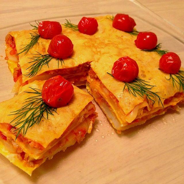 卵、じゃがいもスライス、手作りミートソース、チーズを挟み、上には焼いたミニトマトを♡たまごの日 - 341件のもぐもぐ - ラザニア風オムレツ♡ by nikori