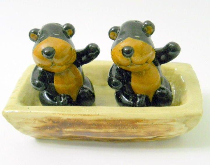 Ceramic Brown Bears Salt Pepper Shakers Tray William Sonoma Lodge Waving Smiling