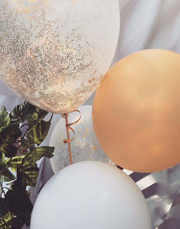 Gold & glitter balloons. #babyshower #balloons #gold #glitter #vines #decorations #rustic #garden