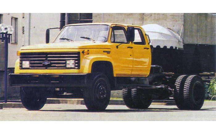 Chevrolet 11000, com a nova carroceria de 1985 e cabine-dupla Brasinca.
