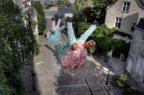 Florentijn Hofman - 40,000 plastic bags = Giant slugs