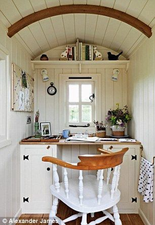 Watercolour artist Jean Batterbee has created a bijou studio in a traditional shepherd's hut in the garden of her thatched cottage.
