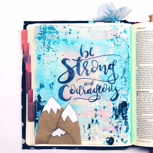Be strong and courageous! • • • #art #ikmetliefde #finished #acryl #pencil #biblejournaling #biblejournalingnl #bibleart #letteringhislove #journaling #craftbijbel #kleurjebijbel #vellum