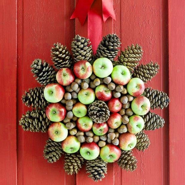Cool Christmas Wreath Ideas Green Of Leaves Feature Red Berries ...