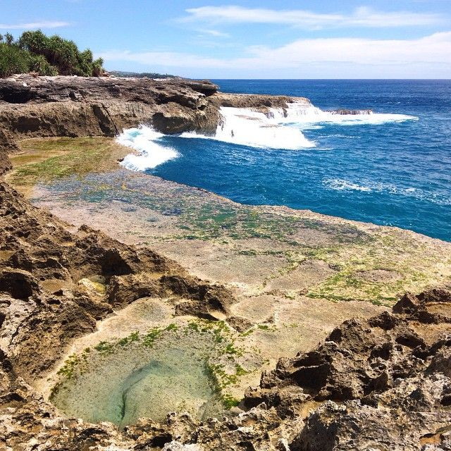 Devil's tears, Nusa Lembongan, Indonesia.  To all the lovers out there, remember to always keep it stoked. Happy valentine's day fellas.  #beach #visitIndonesia #nusaLembongan #Lembongan #blue #coast #traveling #PlaceToVisitBeforeYouDie #summer