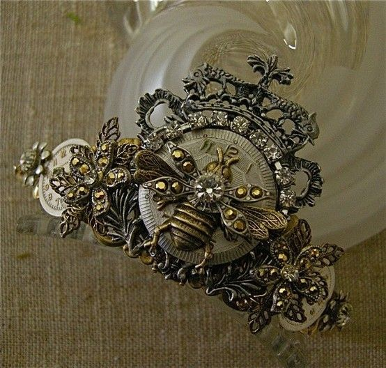 What every Queen Bee needs....a bee crown ♥♥