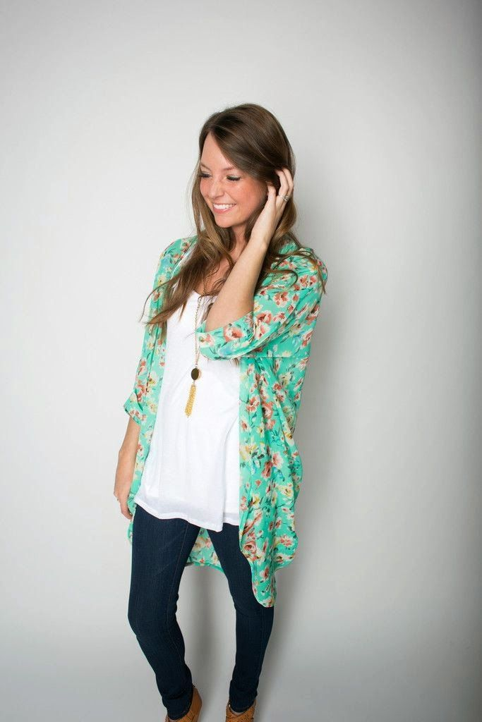 Love the Kimono trend. This look is great. Cute color and pattern. Love the white shirt and necklace too. Stylish Floral Kimono