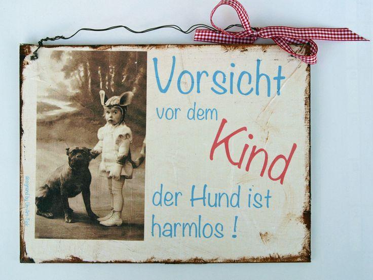 Deko-Schild    *Vorsicht vor dem Kind- der Hund ist harmlos*    Es ist bemalt im Shabby-Look.    Ich biete Kombiversand an.    Alle Schilder werden...