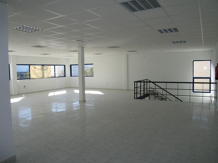 MICRA SOC. COOP. LTDA: Empresa dedicada a la fabricación y producción de mecanizados. Nave de 1.500 m2 en la Localidad de Alcalá de Henares, construida en el año 2005.http://www.tekton.es/