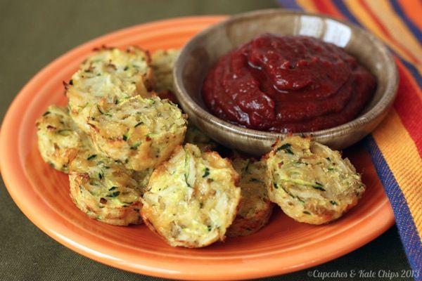 #GlutenFree Calabacín Tater Tots - un favorito de la infancia, sólo un poco más saludable | cupcakesandkalechips.com #tatertots #vegetarian