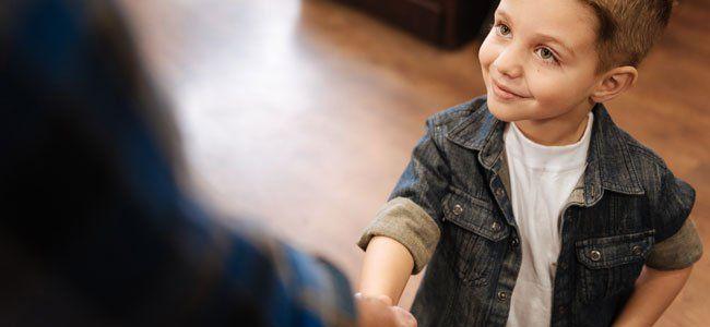 Cómo enseñar las normas de cortesía a los niños