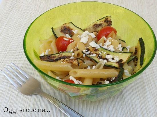 Pasta fredda con zucchine grigliate, pomodorini e ricotta salata