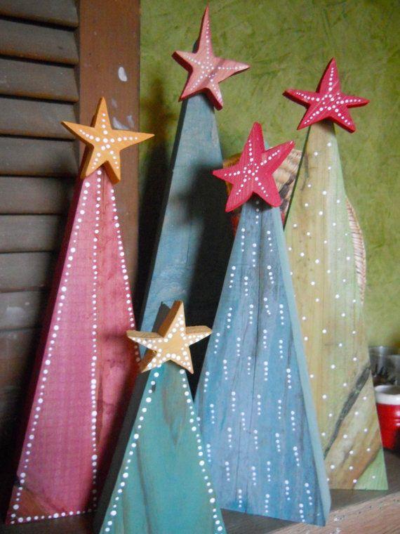 En raison du volume de commandes pour les fêtes de Noël, ceux-ci peuvent prendre une semaine pour arriver à vous. Ces arbres sont uniques et faits à la main. Les arbres sont fabriqués à partir de bois trouvé, colorées et peint avec des points blancs. Ils sont 12 pouces, 10 pouces et 8 pouces de hauteur. Laissez-nous choisir quelques-uns pour vous dans différentes hauteurs, ou consultez les différentes conceptions et nous pouvons les faire sur commande. Faites-nous savoir la hauteur, la…