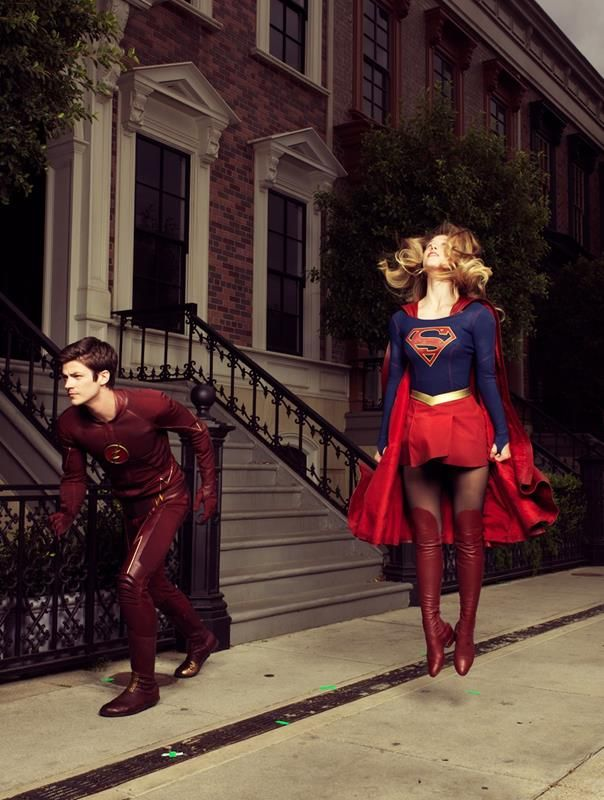 Grant Gustin (Barry Allen), Melissa Benoist (Supergirl)