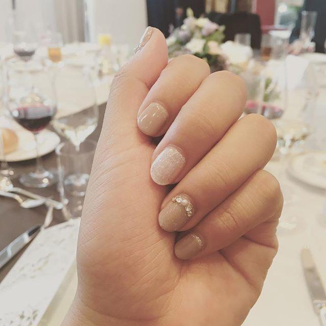 結婚式お呼ばれネイル💓 #結婚式ネイル #お呼ばれ #セルフネイル #ジェルネイル #シンプル #キラキラ #グレージュ #nail #selfnail