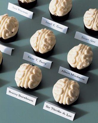 Cupcake con cervello per Halloween: una bella idea di Martha Stewart da riprodurre immediatamente seguendo questo facile tutorial da fare con i bambini!