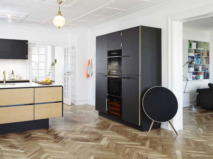 Kolon Skabssystemer - FJ Trading - 4023 nero  #overflade #forbo #interiordesign #linoleum #køkken #sort #guld #inspiration