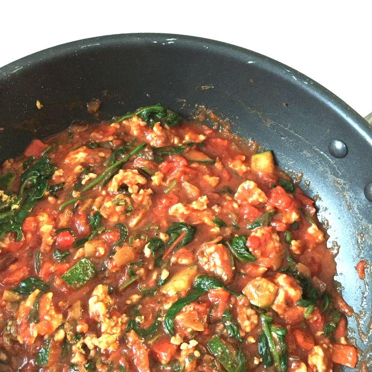 Anders dan anders is deze courgette lasagne met kip en spinazie zeker. Benieuwd? Check het heerlijke recept op de blog.