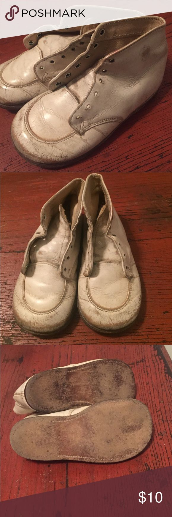 Vintage Toddler Walking Shoes 1950s - 60s Toddle Time shoes. Great addition for a shabby chic room or recreating an old family photo. Vintage Shoes