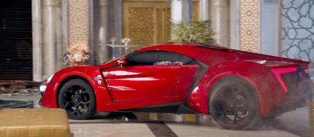 Rápido y Furioso 7 auto rojo