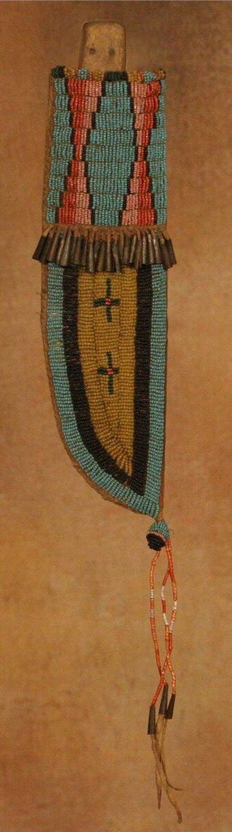 Нож и ножны, Плато (?) А. Длина 10,5 дюймов. Период: 19 век. Коллекция Dr. Delwin и Karen Bokelman, Пенсильвания. Auction In Santa Fe. Август 2013 года.