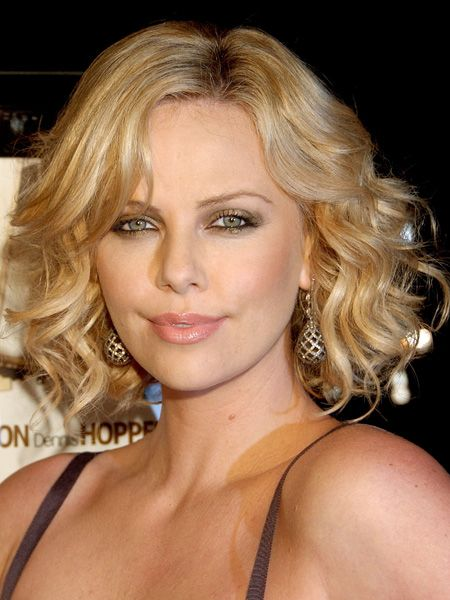Hairstyle of Charlize Theron
