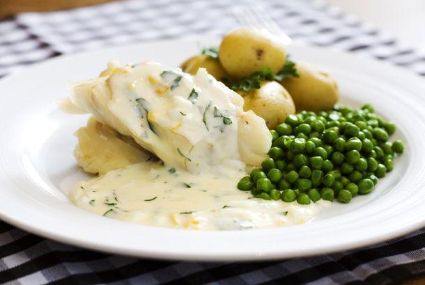 Kokt torsk med äggsås, ett snabblagat middagrecept med fisk som passar lika bra till vardags som till söndagsmiddagen.