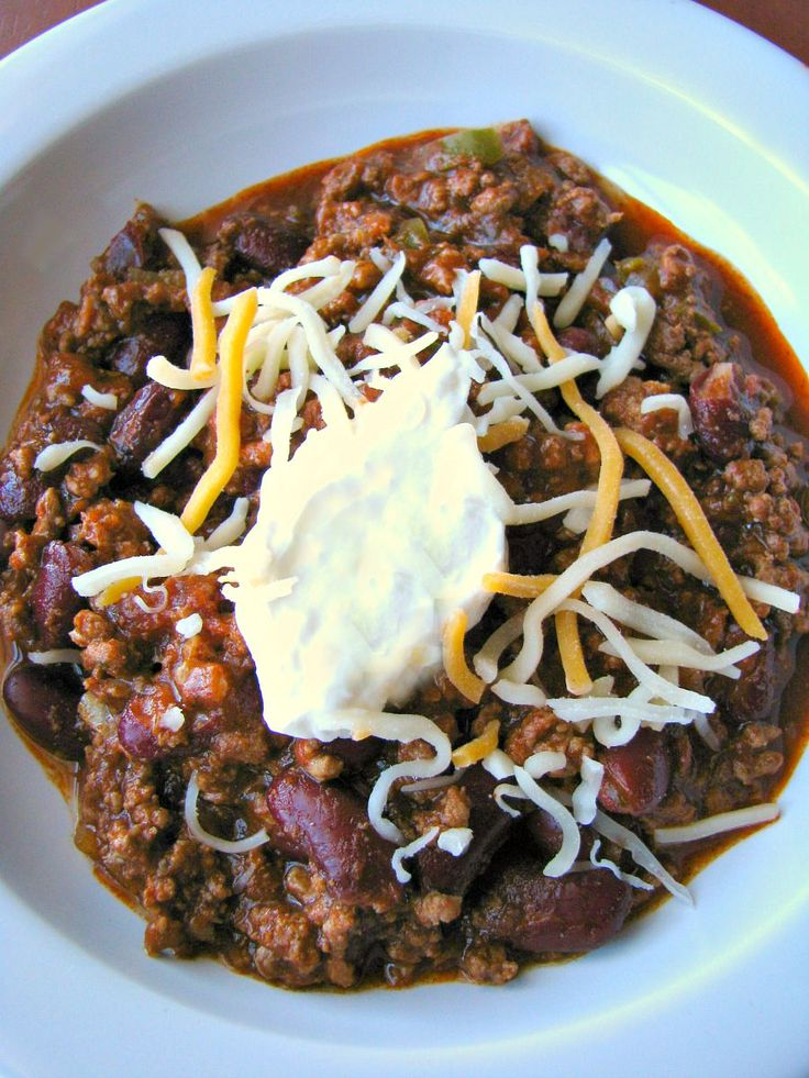 Fabulous, spicy, slow cooker ground beef chili that is perfect for game day!