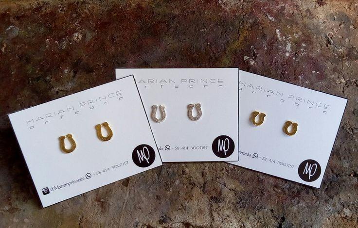 Mini zarcillos para mezclar y combinar! - Herraduras - Baño de oro y plata  #studs #mini #mixandmatch #mix #match #mezcla #combina #herradura #horseshoe #ferrodicavallo  #feracheval #amor #love #amore #amour #♥ #minimalistic #minimalist #minimalistjewelry #piccolo #petit #everyday #ognigiorno #touslesjours #zarcillos #earrings #orecchini