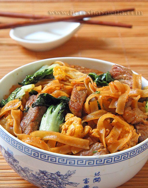 Тайская рисовая лапша со сладким соевым соусом (ผัดซีอิ๊ว)