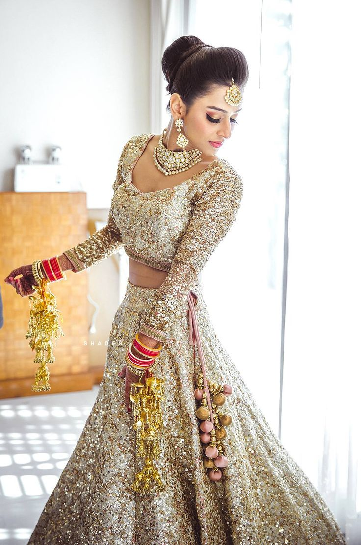 gorgeous bridal gold lehenga. So exiting Indian wedding jewelry and dress #weddingnet #wedding #lehenga #saree #kaliras #jewelry #bridallook #look #fashion