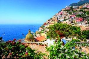 Malebné pobrežie pri meste Amalfi.
