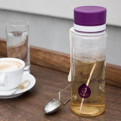 Venku už přituhuje, proto je jen dobře, že si do lahví EQUA můžete bez obav nalít i horký čaj. ;)