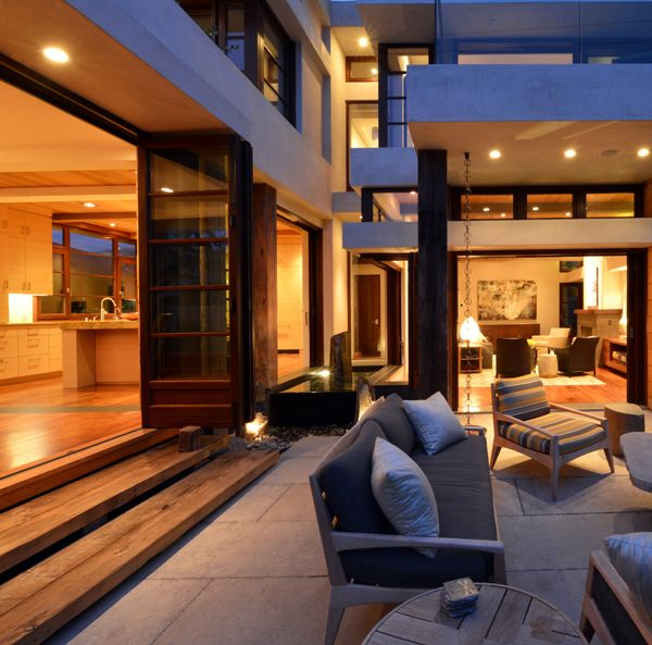 Modern american villa with wooden windows and doors (#Libr'A system for the most visible one)