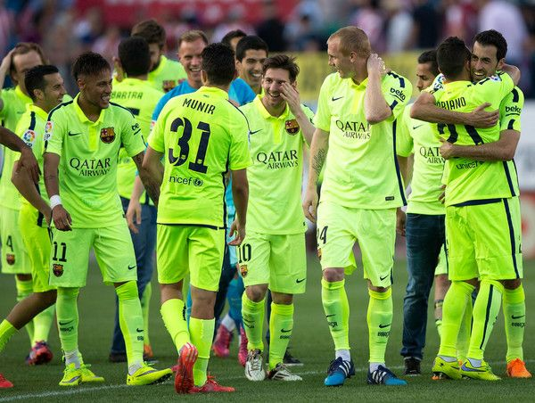 Lionel Messi (C) celebrates winning the title with Barcelona team mates after the La Liga match between Club Atletico de Madrid and FC Barcelona at Vicente Calderon Stadium on May 17, 2015 in Madrid, Spain. Barcelona are champions after a 1-0 victory.