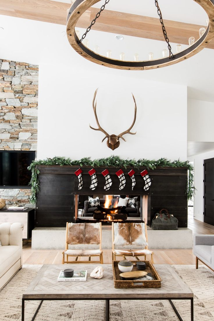 We revisited one of our favorite projects and decked it out for the  Holidays!