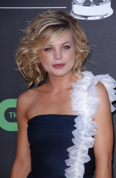 Kirsten Storms- LOVE her hair
