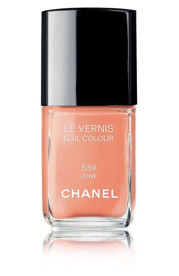 Perfect soft coral.: Nails Colour, Nails Colors, Spring Colors, Chanel Le, Best Nails, Chanel Nail Polish, Chanel Nails Polish, Summer Colors, Coral Nails