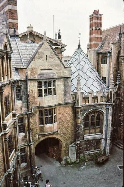 Hertford College, Oxford-----Gavin Maxwell's alma mater. Many of our favourite authors were educated at the various colleges at Oxford University. Brilliant writers, all of them.