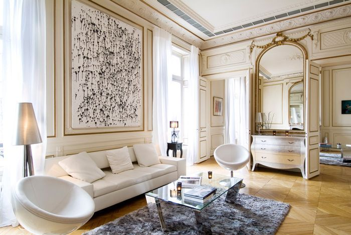 Classical finishings and contemporary furnishings work hand-in-hand in this Paris home, highlighting the timeless, versatile character of Hausmannian architecture. Photo by Sara Niedzwiecka