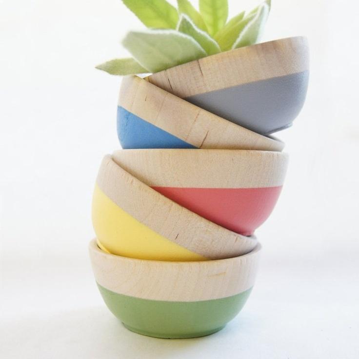 Mini hand-dipped bowls.