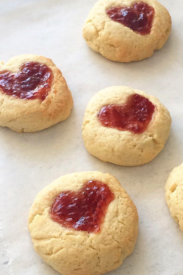 Valentine baking: Thumbprint Hearts Jam Drop Recipe. Great for baking with kids.