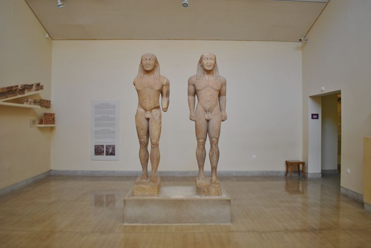 The two similar statues at the archaeological museum in Delphi. It's rare in ancient Greece tha construction of two similar statues but from their discovery the archaelogists had the opportunity to learn more about the Argos sculpture faculty #greece #museums #archaeology