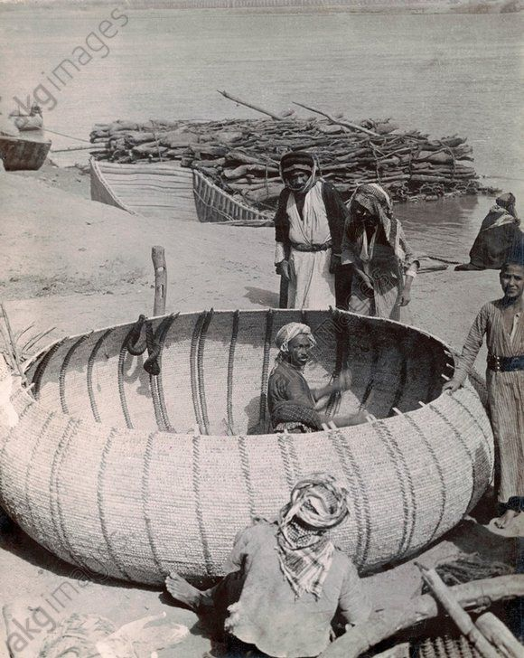 Round boats, also: ghoofas or gufas, being built on the banks of the Tigris river near Baghdad (Iraq). Photograph, ca. 1930.