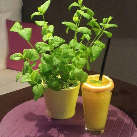 Świeżo wciśnięty sok z pomarańczy