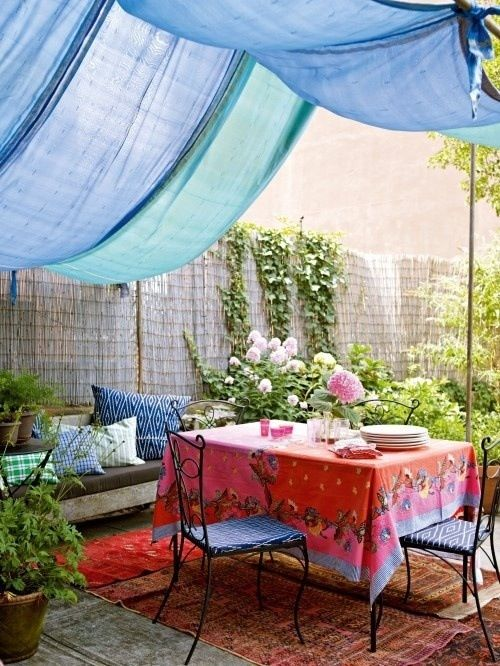 Moroccan outdoor space with draped fabric, blue and red colour scheme, summer party atmosphere, decor idea, backyard inspiration, awesome outdoor space