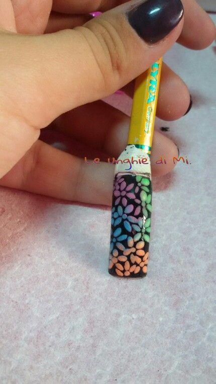 Fiori sfumati realizzati con polveri acriliche colorate
