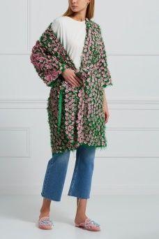 Хлопковое пальто Natasha Zinko. Зеленое пальто прямого покроя из коллекции бренда Natasha Zinko выполнено в характерном для бренда ироничном стиле. Украшением модели служат многочисленные розовые цветы, нашитые по всей поверхности платья. Носите такую модель в сочетании с яркими босоножками на неформальные вечеринки.