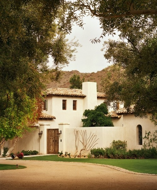 Courtyard entrance... Favorite home style.... Spanish Mission... Home style... Like the courtyard idea.... Good unadorned spanish... spanish entrance.